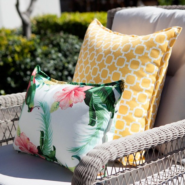 outdoor_cushion_tropical_armchair
